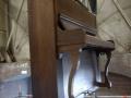 Shock Hazard, Kunstvlaai, hangende piano